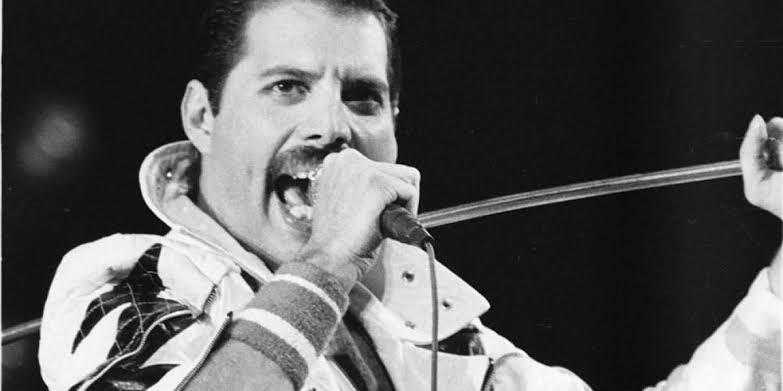 Freddie Mercury ainda envia presentes para os amigos no Natal; entenda como