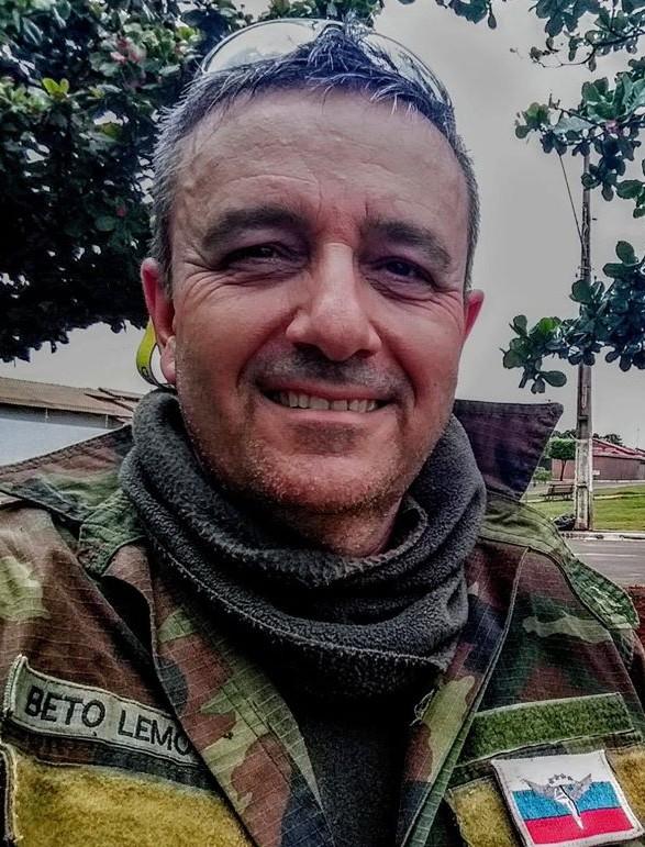 Adalberto Lemos - Professor, especialista em trânsito, praticante de air soft advogado militante